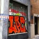 vitrine taguée de rouge rue saint Martin
