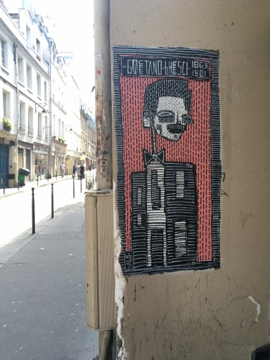 Personnage robot' totem street art